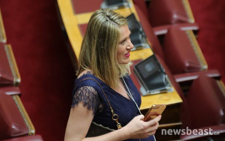 Ορκωμοσία Βουλής: Η έγκυος βουλευτής που τράβηξε τα βλέμματα