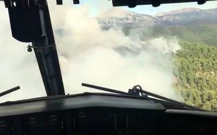 Βίντεο μέσα από το πιλοτήριο αεροσκάφους την ώρα που σβήνει την φωτιά στην Εύβοια