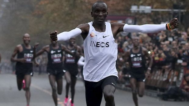ΥΠΕΡΑΝΘΡΩΠΟΣ: Ο Κιπτσόγκε έτρεξε τον Μαραθώνιο σε λιγότερο από δυο ώρες