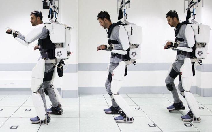 Παράλυτος άνδρας περπατά ξανά χάρη σε ρομποτικό εξωσκελετό που κινεί με τη σκέψη του