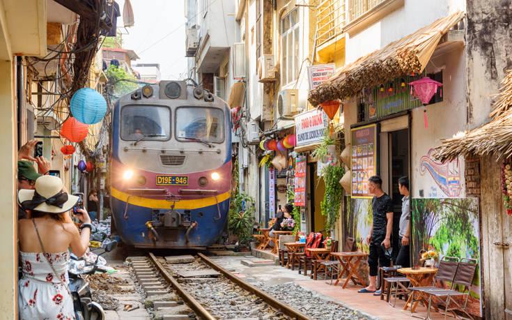 Έκλεισε ο φημισμένος και πολυφωτογραφημένος «δρόμος του τρένου» στο Ανόι