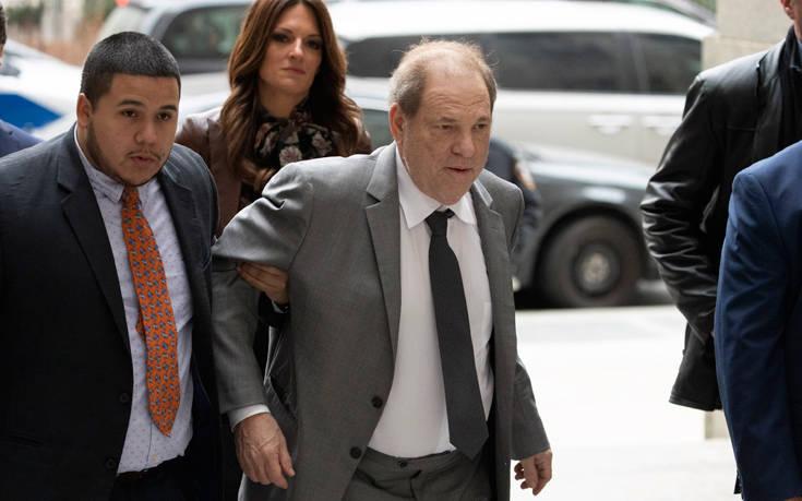 Χάρβεϊ Γουάινστιν: Υποβασταζόμενος στο δικαστήριο