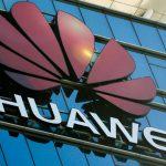 Αμερικανοί αξιωματούχοι εξετάζουν τρόπους να «στριμώξουν» περισσότερο τη Huawei