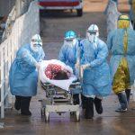 Κοροναϊός: Σοκάρουν τα πρόσωπα των εξαντλημένων νοσηλευτών στην Ουχάν όταν βγάζουν τις μάσκες