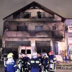 Υπό έλεγχο η φωτιά σε συνεργείο και διαμέρισμα στην Αγία Παρασκευή