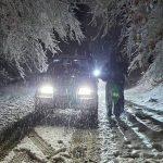 Αίσιο τέλος σε επιχείρηση διάσωσης οδηγού που εγκλωβίστηκε στα χιόνια κοντά στον Χορτιάτη