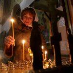 Με κουταλάκια μιας χρήσεως η Θεία Κοινωνία στις ρωσικές εκκλησίες λόγω κορονοϊού