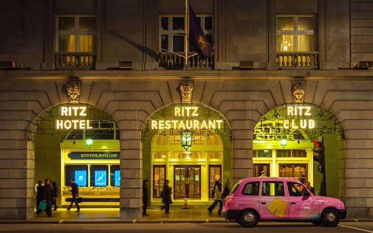 Πωλήθηκε το εμβληματικό ξενοδοχείο Ritz στο Λονδίνο – Μυστήριο με την ταυτότητα του ιδιοκτήτη