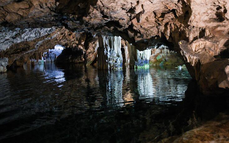 Εντυπωσιακές εικόνες από το Σπήλαιο Διρού