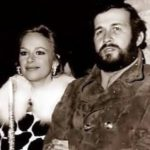 Η φωτογραφία Βουγιουκλάκη – Παπαμιχαήλ από την Ανάσταση του 1971