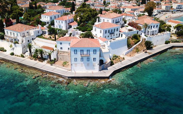 Το ιστορικό νησί του Αργοσαρωνικού από ψηλά