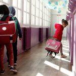 Εικόνες από ένα δυστοπικό παρόν – Έτσι άνοιξαν τα σχολεία στη Γαλλία