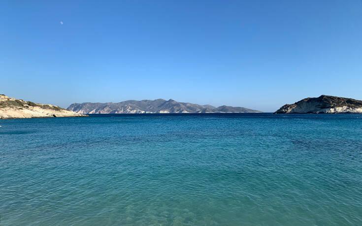 Η παραλία στην Κίμωλο με τη δική της ιδιαίτερη ομορφιά