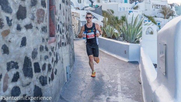Santorini Experience: Τρέξιμο με θέα που κόβει την ανάσα
