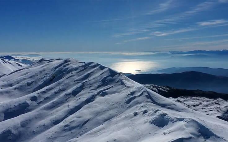 Η συγκλονιστική θέα από τον χιονισμένο Παρνασσό στα 2.500 μέτρα – Newsbeast