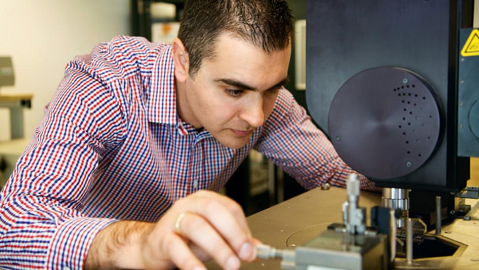 Σε Έλληνα καθηγητή Νανοτεχνολογίας το βραβείο Μπλαβάτνικ για νεαρούς επιστήμονες