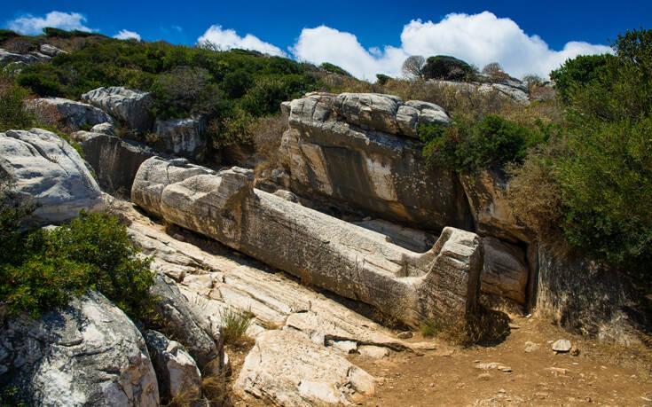 Το αρχαίο ελληνικό άγαλμα που βρίσκεται ξαπλωμένο εδώ και αιώνες – Newsbeast