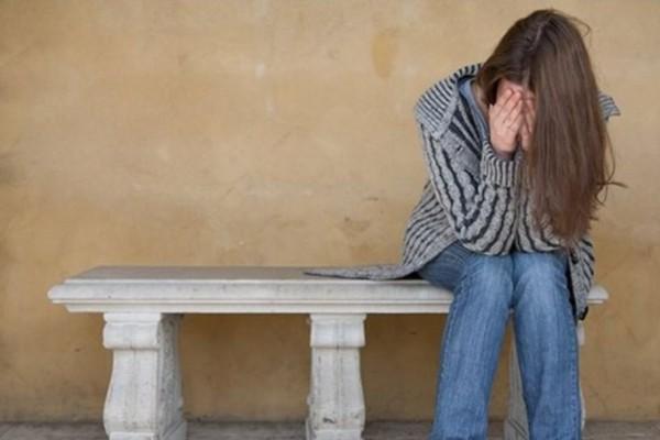 """Αληθινή ιστορία 47χρονης Μαρίας: """"Δέχτηκα σεξουαλική παρενόχληση από τον άνδρα της ξαδέρφης μου"""" – Σχέσεις"""