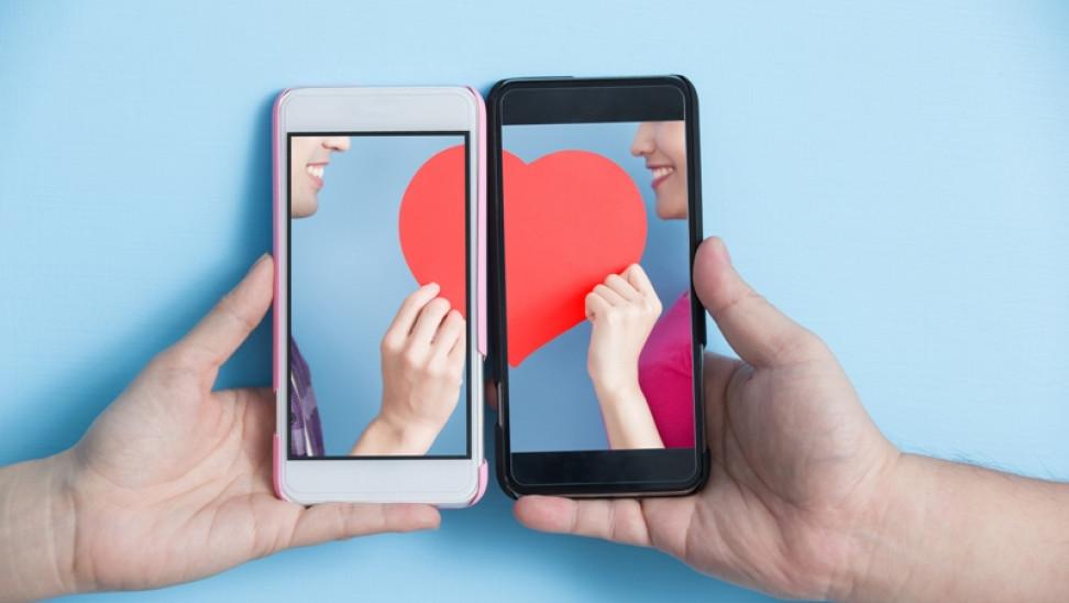 Έρωτας στα χρόνια του… messaging – Μια έρευνα για το πώς επικοινωνούμε με το «έτερον ήμισυ»
