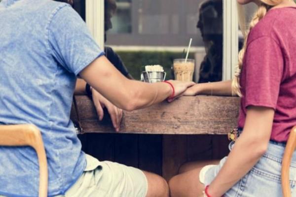 Γλώσσα του σώματος: «Αυτά είναι τα 5 σημάδια που δείχνουν ότι ένας άντρας σε θέλει» – Σχέσεις