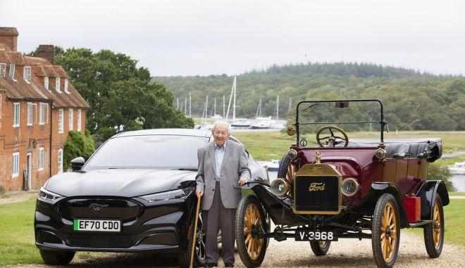 Είναι 101 ετών και οδήγησε την ηλεκτρική Ford Mustang Mach-E