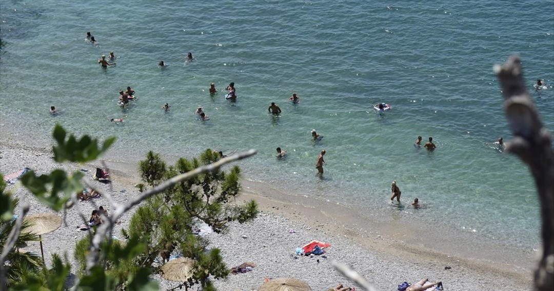 Κανείς δεν ενημέρωσε τους κολυμβητές για την ακατάλληλη παραλία της Χανιώτης