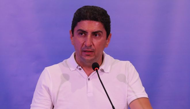 Αυγενάκης: Πήγε στο ΟΑΚΑ και δεν κάθισε αρχικά στα επίσημα, εκφράζοντας την δυσαρέσκεια του για τις εξελίξεις στην ΕΠΟ