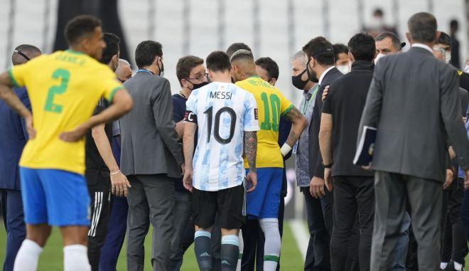 """Βραζιλία – Αργεντινή: Οριστική διακοπή στο ντέρμπι, η """"αλμπισελέστε"""" αναμένεται να πάρει το παιχνίδι στα χαρτιά"""