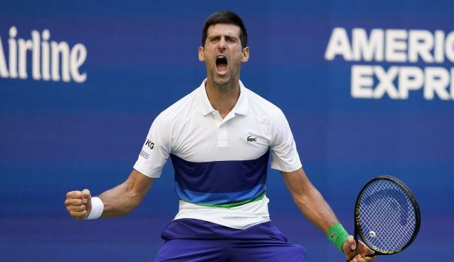 """US Open: Πάτησε γκάζι στο τρίτο σετ και προκρίθηκε στους """"8"""" ο Τζόκοβιτς"""