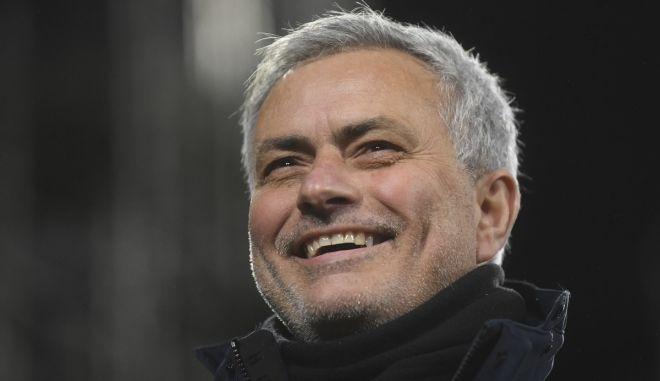 """Μουρίνιο: Ο τρελός πανηγυρισμός του """"Special One"""" μπροστά στην κερκίδα στο νικητήριο γκολ του Ελ Σααραουί"""