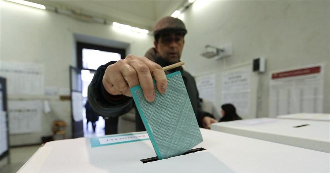 Έτοιμες οι κάλπες για τις εκλογές της Κυριακής σε 1.192 δήμους